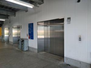 イケア長久手駐車場のエレベーター