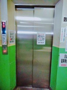 マルナカパーキングのエレベーター外観