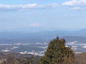 弥勒山の頂上から御嶽が見える