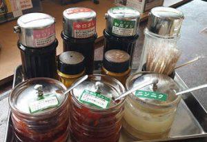 安楽亭の焼肉のタレと薬味