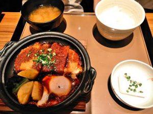 やよい軒の味噌カツ煮定食