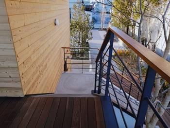 バーミキュラベーカリー2F外階段