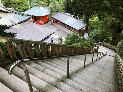 高尾山薬王院から続く石段