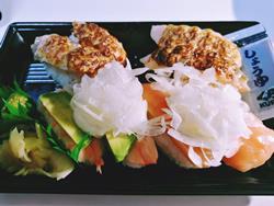 くら寿司のオニオンサーモン